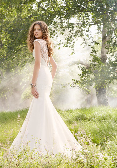 lace wedding dress uk