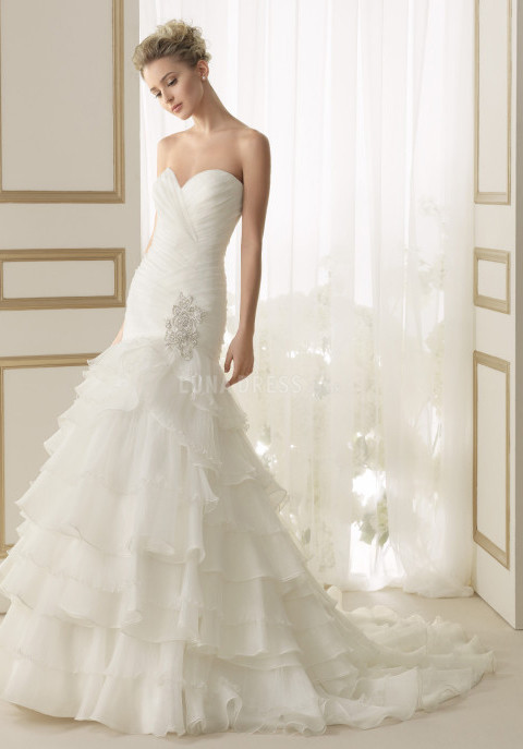 elegant-fit-n-flare-sweetheart-organza-floor-length-bridal-gown-with-ruffles_1403061809